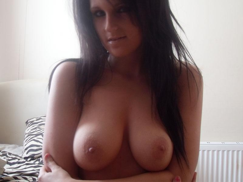 thick black women with fingers in her pussy